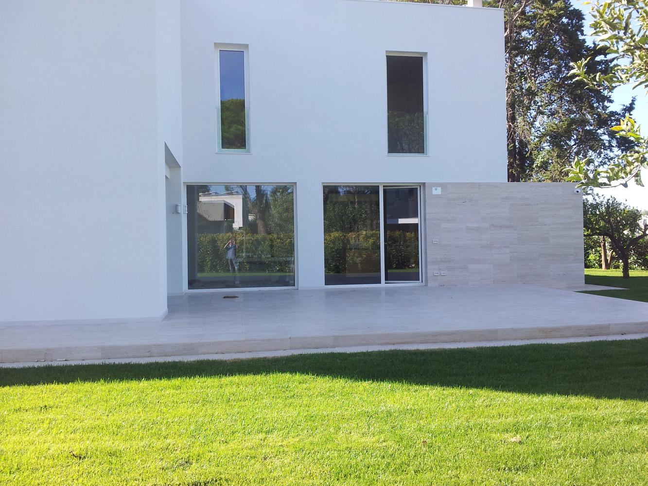 Panoramica vetrate abitazioni a Bari, Brindisi e in Puglia