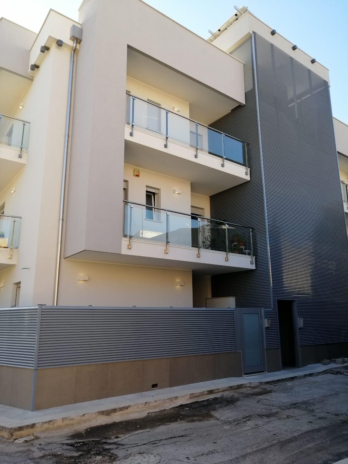 Balconi e ringhiere trasparenti a Bari, Brindisi e in Puglia - 2