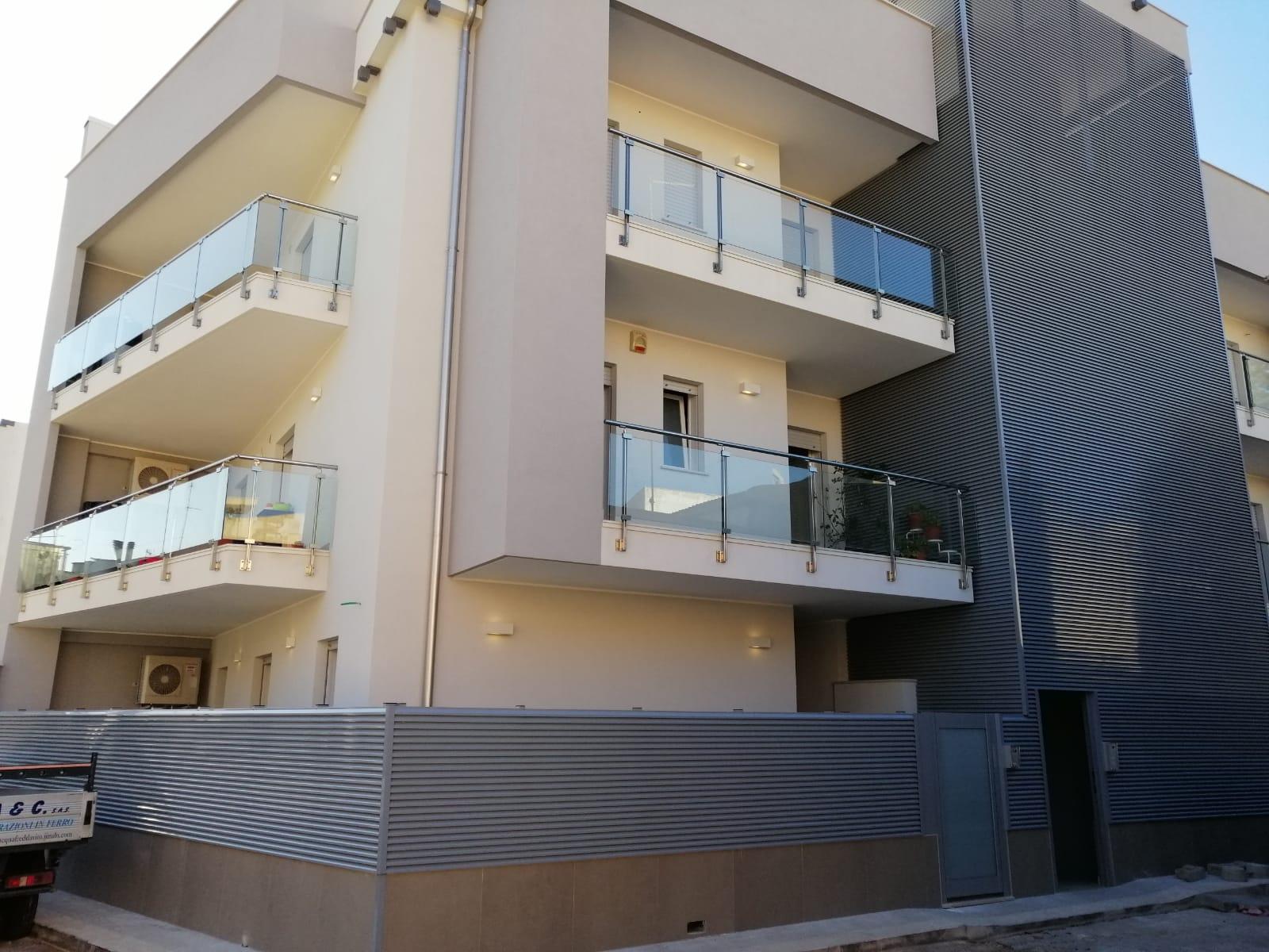 Balconi e ringhiere trasparenti a Bari, Brindisi e in Puglia