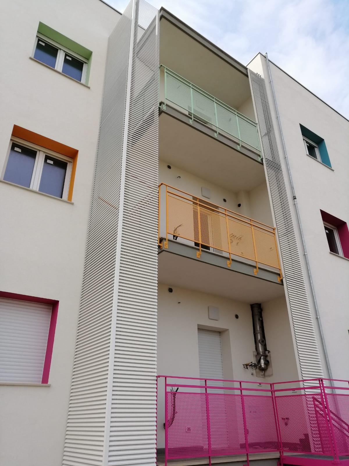 Coperture colorate per balconi con lamelle in alluminio - Bari, Brindisi, Puglia