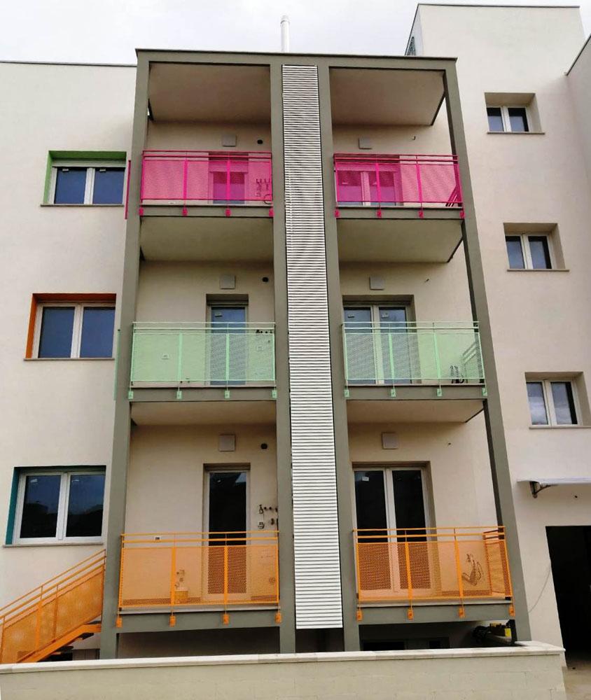Coperture frangisole colorate per balconi con lamelle in alluminio - Bari, Brindisi, e Puglia