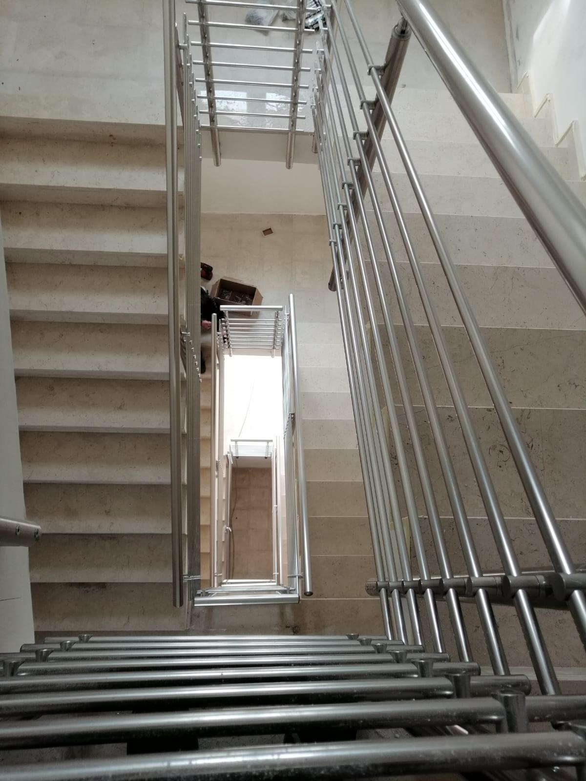 Ringhiera per scale interne condominio - Bari, Brindisi e in Puglia. - 3