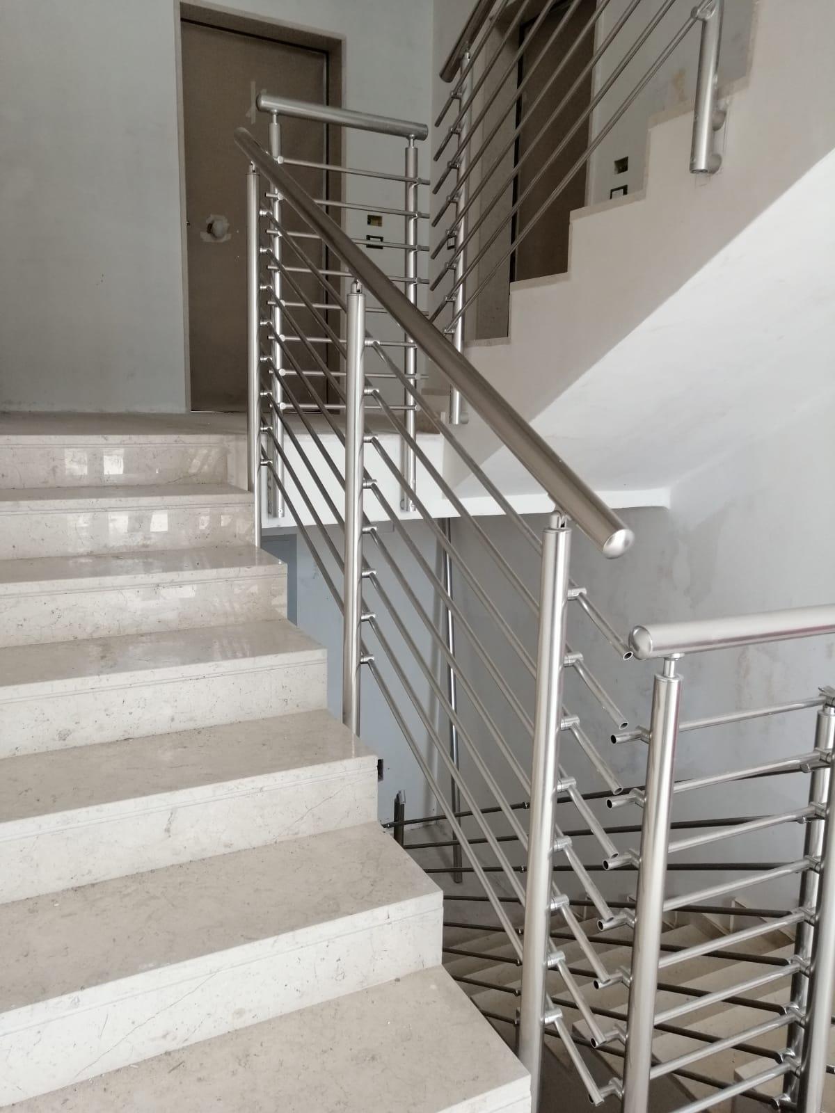 Ringhiera per scale interne condominio - Bari, Brindisi e in Puglia.