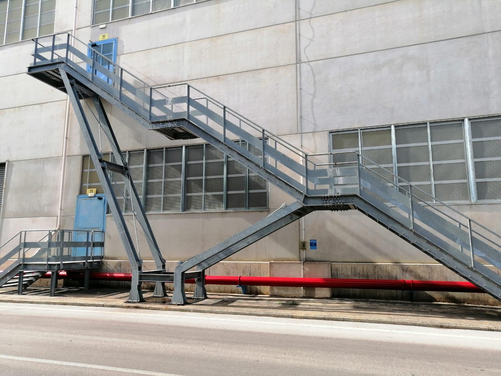 Scala esterna in acciaio di emergenza a Bari, Brindisi e in Puglia - 2