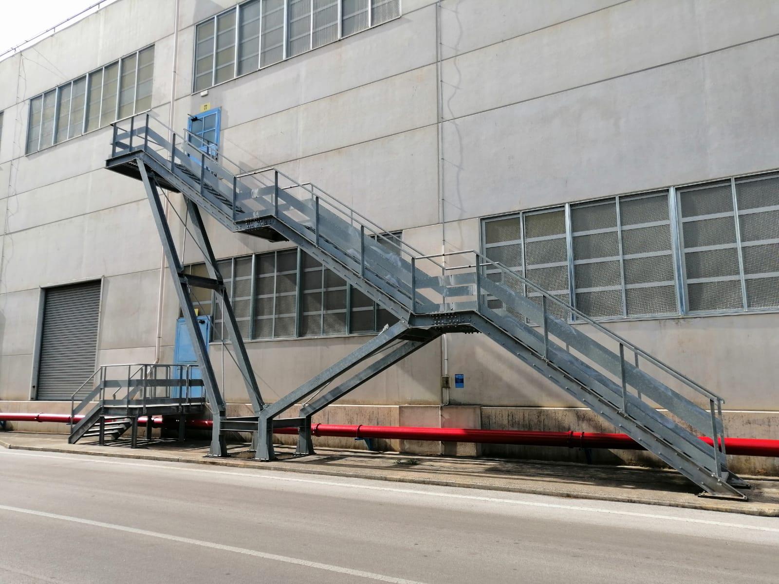 Scala esterna di emergenza in acciaio a Bari, Brindisi e in Puglia - 2